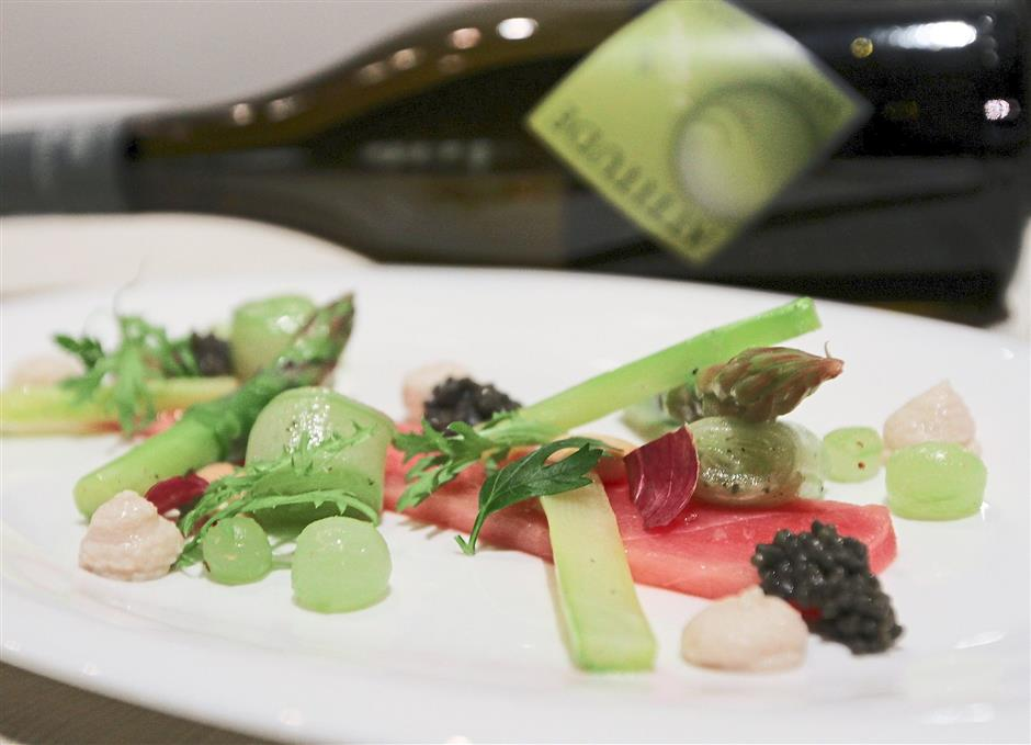 Starters: Sashimi from ahituna paired with Pascal Jolivet Altitude Sauvignon Blanc 2013, Loire Valley.